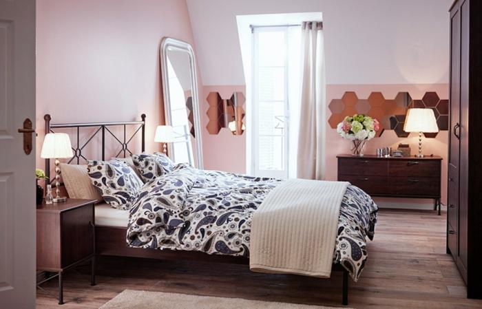 welche farbe fürs schlafzimmer, rosarote und weiße passen zum mädchenhaften design ideen, großer spiegel im raum