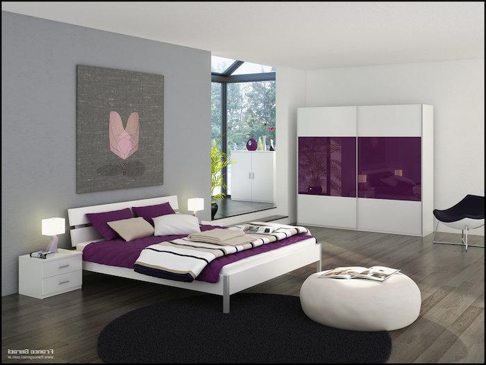 graues wohnzimmer mit rosa und lila gestalten, bunte elemente an dem design zu hause