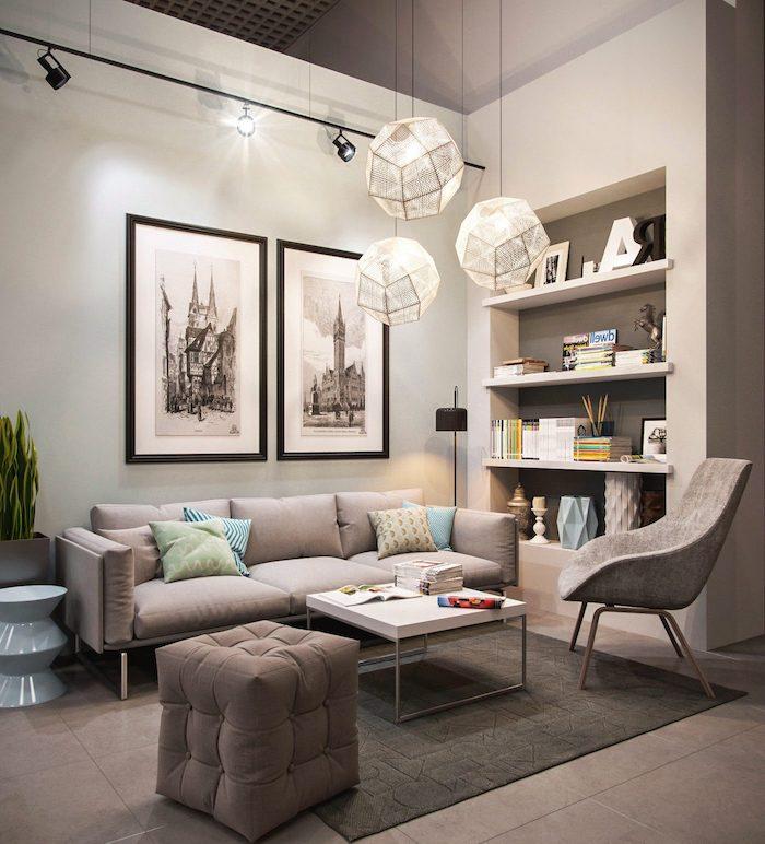 Wohnzimmer in Beige, Deko Kissen in fröhlichen Nuancen, runde Lampenschirme
