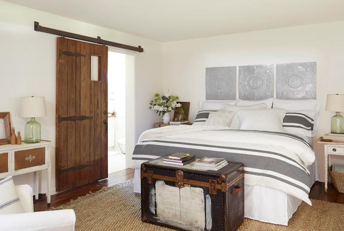 schlafzimmer ideen wandgestaltung in marokanischem stil, weiß und silbern, landhausstil, ideen robust