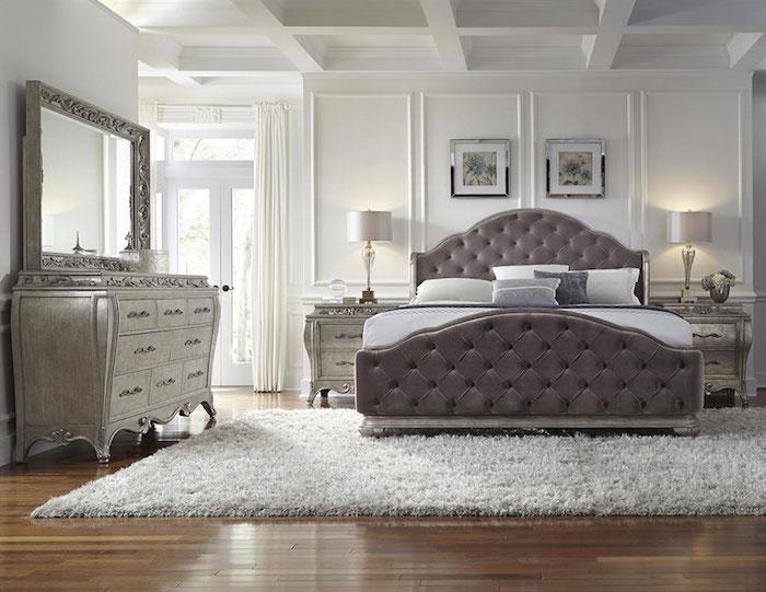 deko für schlafzimmer, flauschiger teppich in weiß, dezent, schlicht und stilvoll, schrank in silberner farbe