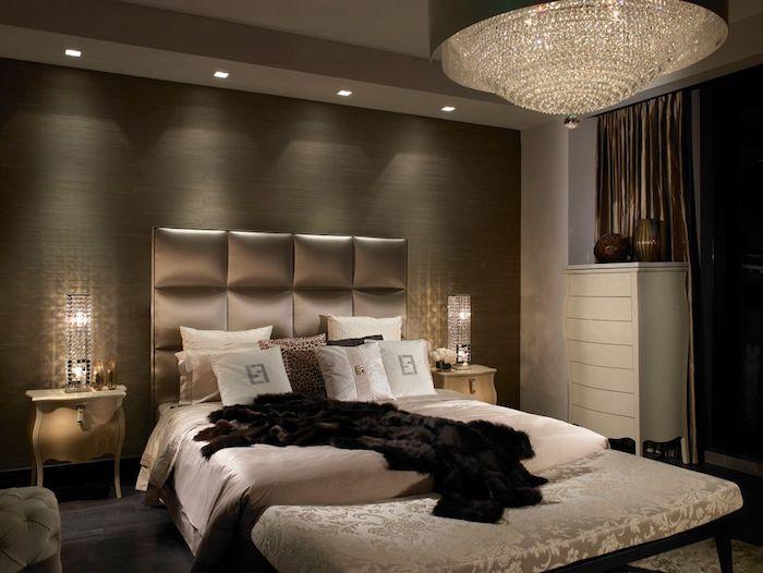 schlafzimmer deko ideen, dunkle zimmergestaltung für optimalen schlafkomfort, beige, golden, braun, schwarz, luxuswohnung
