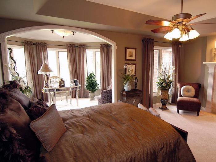 schlafzimmer deko ideen zum entlehnen, schlafkomfort und ruhe mit einer sitzecke am fenster