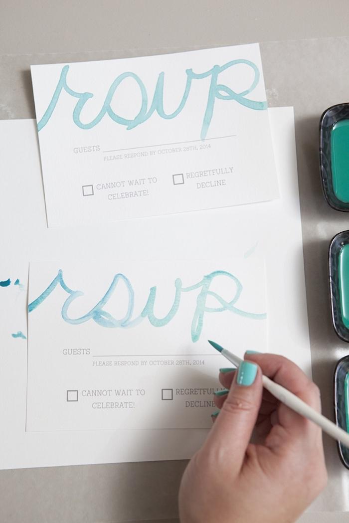 hochzeitskarten selbst basteln, buchstaben zeichnen, einladungaskarte schreiben, diy projekt für hochzeit