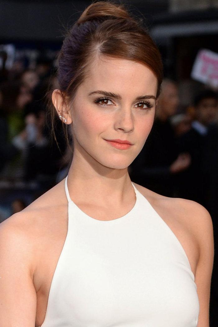 Frisuren Inspiration von den Stars, Emma Watson, weißes Abendkleid, leichtes Make-up