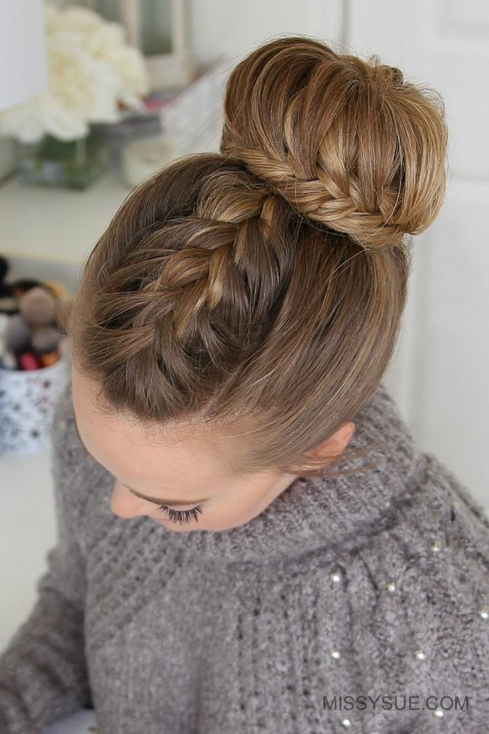 Dutt Frisur mit dünnen Zöpfen, Idee für schöne und leichte Hochsteckfrisur, grauer Pullover mit Perlen