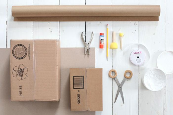 Materialien, dass Sie Papiertüten basteln, braunes Papier, Schere und Kartons