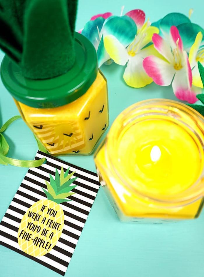 Ananas Kerze selber machen, in Einmachglas, Blätter aus Filzstoff, lustige Grußkarte