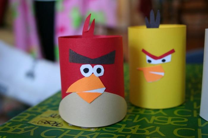Helden aus dem Spiel Angry Birds, zwei Vögel, ein roter und ein gelber