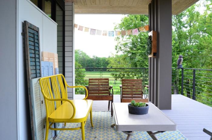 balkon ideen selber machen, gelbe bank, krasser akzent in der wohnung, balkon möbel