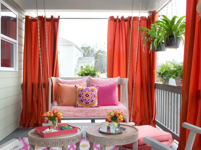 balkon ideen selber machen, bunte vorhänge verwandeln die wohnung in eine oase gemütlich und prächtig, bunte kissen