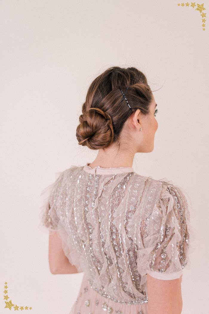 Elegante Dutt Frisur für besondere Anlässe Abendkleid mit Kristallen, mit kurzen Ärmeln