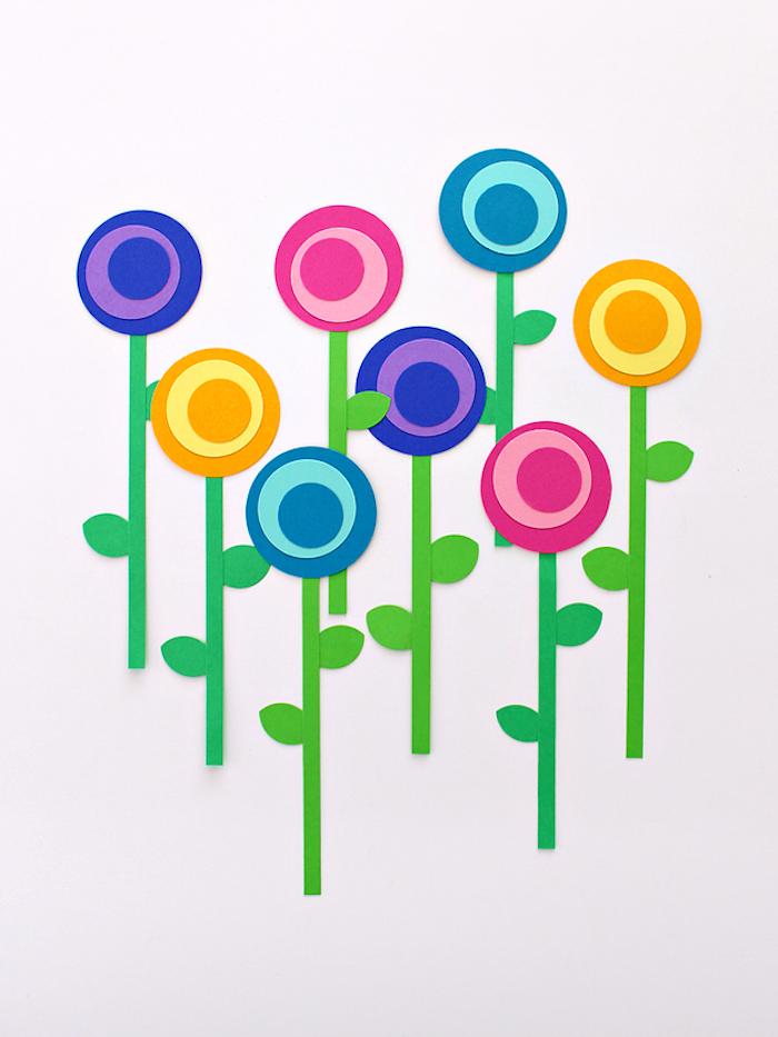 Blumen aus Papier selber basteln, Kreise und Streifen aus Papier ausschneiden, DIY für Kinder