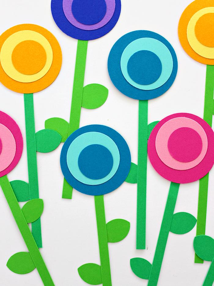 Blumen aus Papier basteln, DIY Idee für Kleinkinder und ihre Eltern, Kreise und Streifen ausschneiden