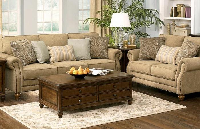 Wohnideen Wohnzimmer, beige Wohnzimmermöbel, ein brauner Tisch