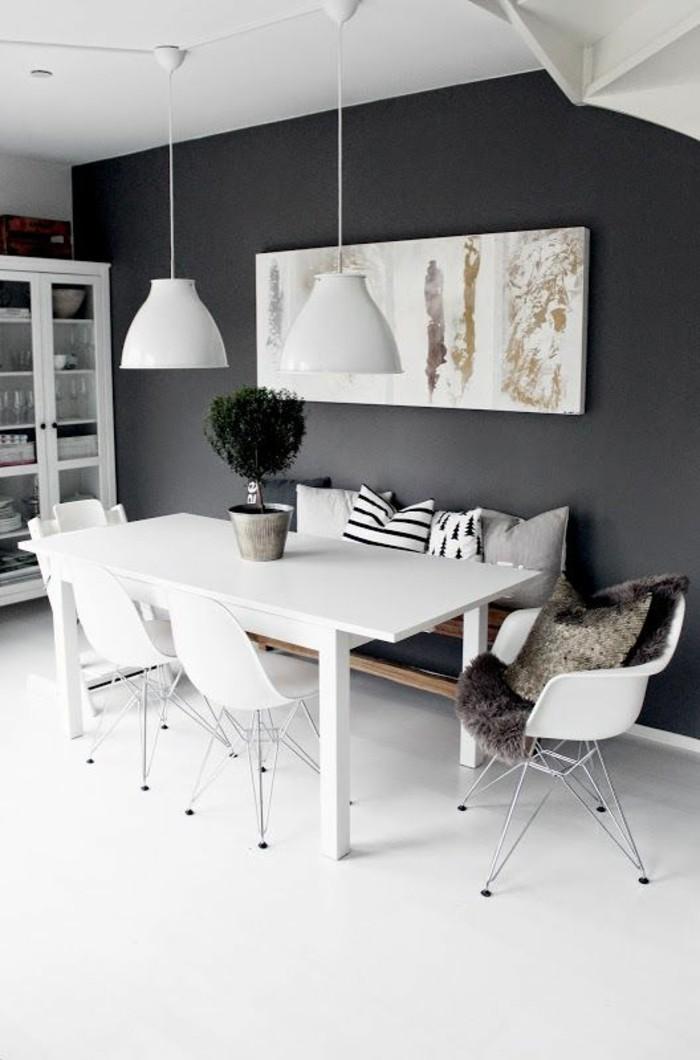 esszimmer ideen in schwarz weiß und grau, große wandbild, kleiner busch in topf als tischdeko verwenden