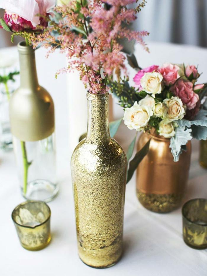 blumengestecke ideen, diy glas dekorieren in goldener farbe gestalten, als vase nutzen