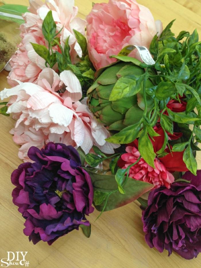 tischdeko geburtstag in mai, pfingstblumen in strauß binden und den tisch damit dekorieren, bunte blumen, frisch oder künstlich sind immer schön