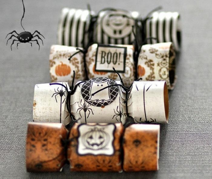 vier Bonbons aus Klorollen gebastelt, Zum Naschen am Halloween, Bastelideen mit Klopapierrollen