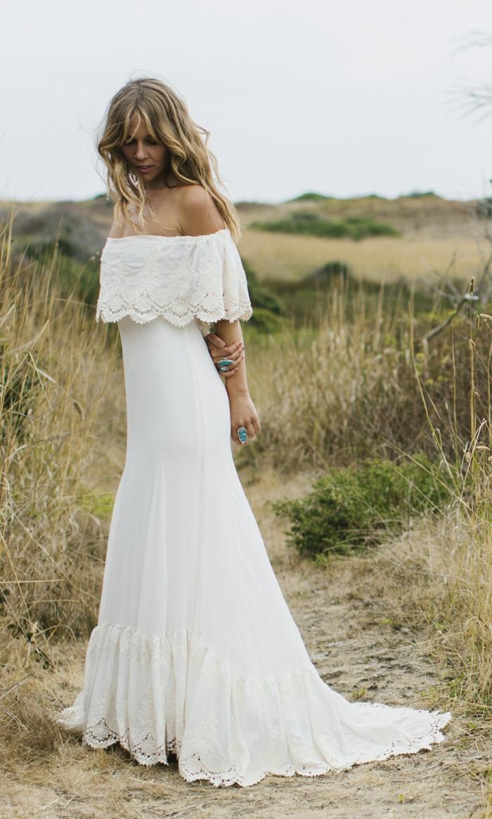 Boho Hochzeitskleid, mit Pereline aus Spitze mit Blumenmuster versehen
