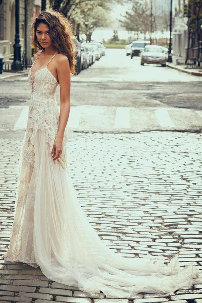 beige Hochzeitskleid, langer Rock mit Schleppe, Brautkleid Boho Spitze