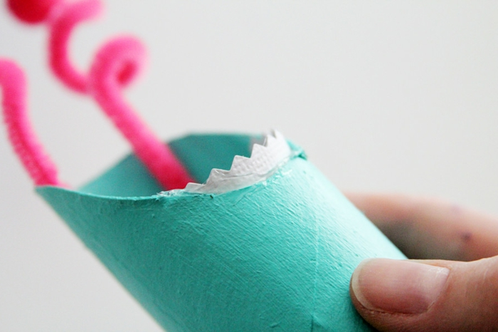 Schritt Drei, wie die Zähne des Ungeheuers zu formen, Klorollen basteln