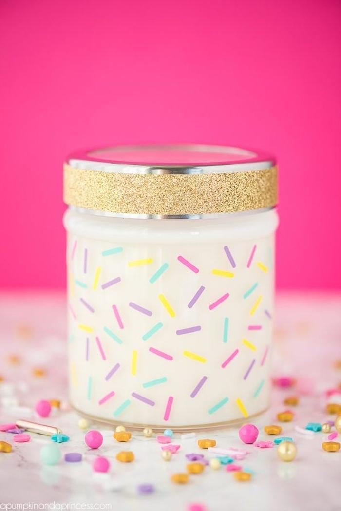 Kerzenhalter mit Zuckerstreuseln und Glitzer selber machen, schönes DIY Geschenk