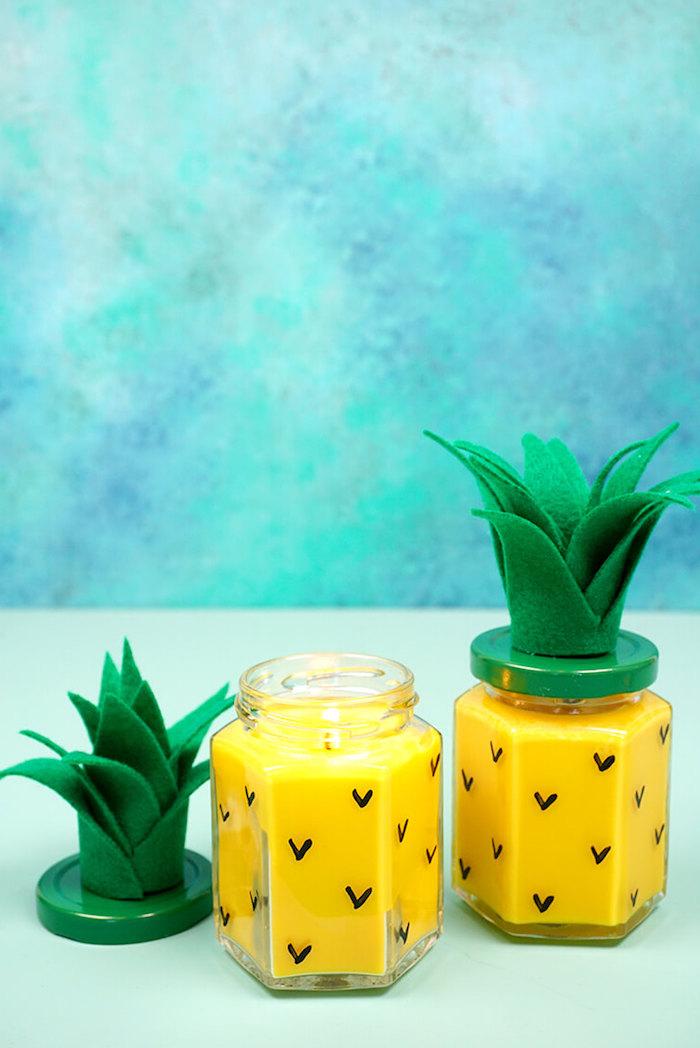 Kreative DIY Idee, Ananas Kerze mit Blättern aus Filzstoff, gelbe Paraffin Wachs