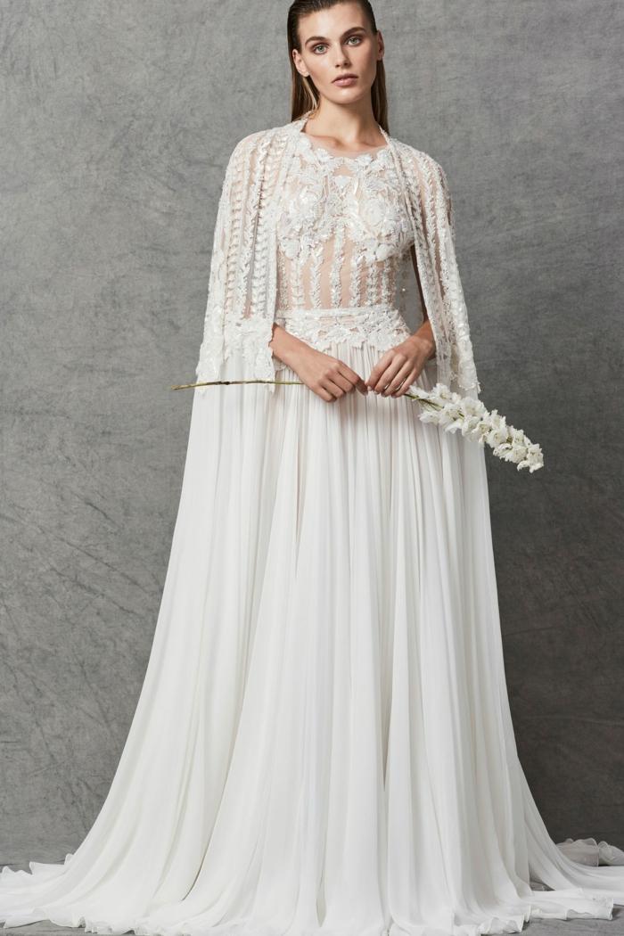 ein prächtiges Boho Hochzeitskleid, ein Oberteil mit Spitzenblumen versehen, eine elegante Pereline