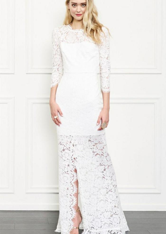 ein Spitzenkleid als Decke, darunter kurze schneeweißes Kleid, vintage Brautkleider