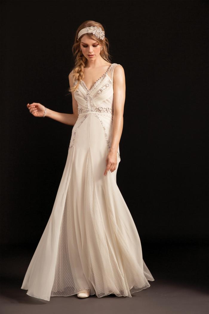 rosa Boho Hochzeitskleid, silberne Stickerei, prächtiger Haarschmuck, Braut mit Zopffrisur
