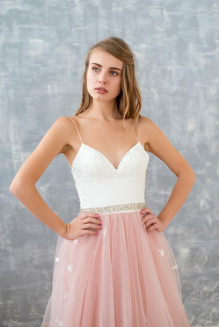 Boho Kleid Hochzeitsgast, herzförmiger Ausschnitt, rosa Rock, silberner Gürtel