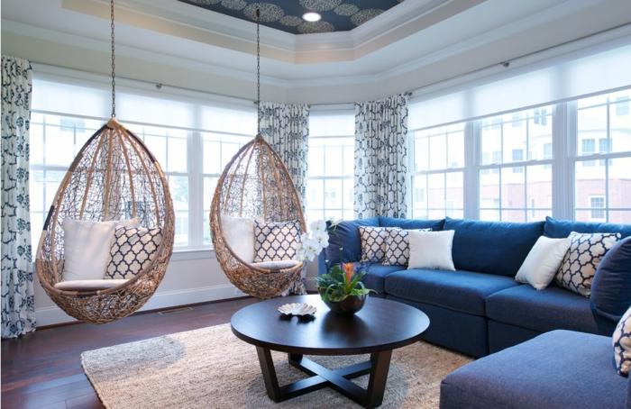 Luxus Wohnzimmer einrichten, ein beiger Teppich, weiße Gardinen