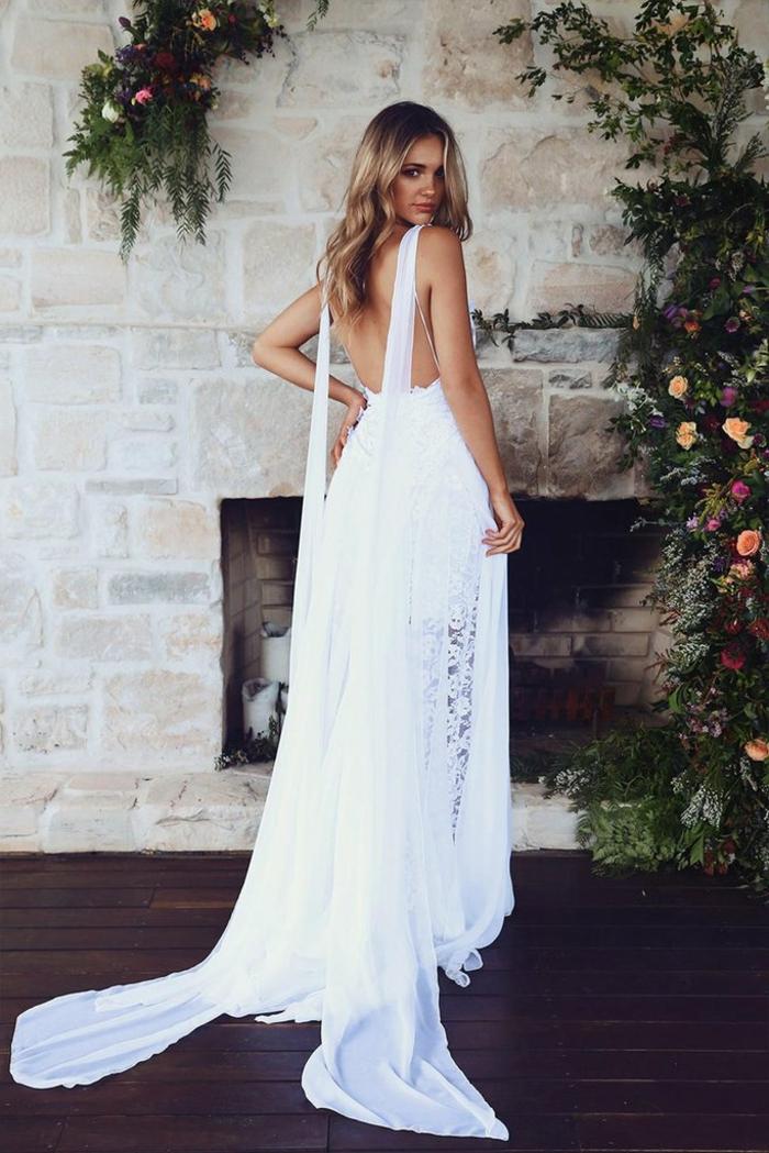 eine Schlepep aus zwei Teilen, vintage Brautkleider, eine blonde Braut