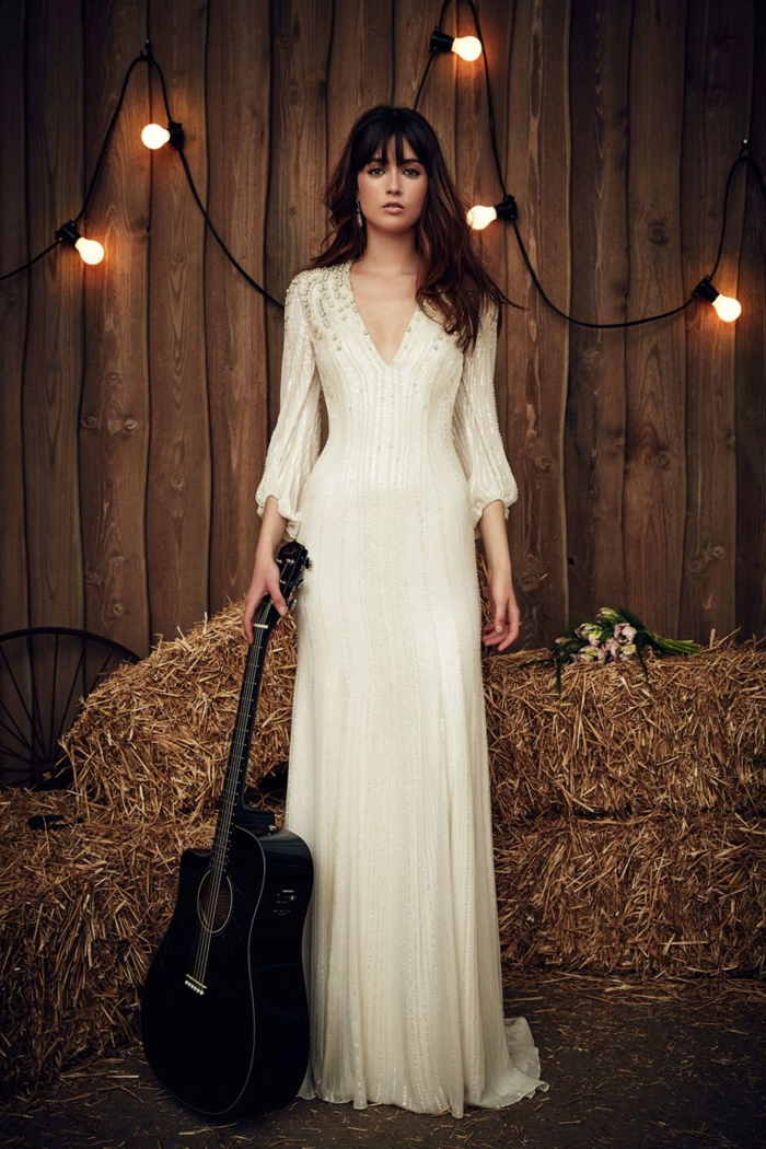 Hochzeit auf dem Land, vintage Brautkleider, ein Gitarre in der Hand