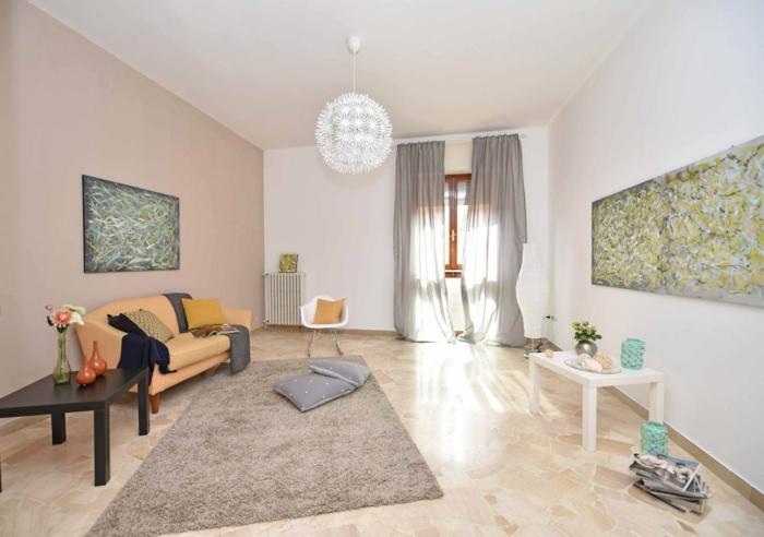 ein schwarzer Tisch, grauer Teppich, minimalistisches Wohnzimmer Design