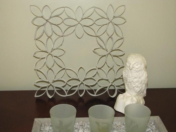 ein Rahmen aus Blumen, basteln mit Toilettenpapierrollen, eine Figur von Eule