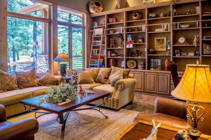 Regalwand mit viele Dekorationen, schönes Wohnzimmer