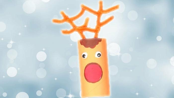 ein Rentier selber basteln, Bastelideen für Weihnachten, eine orange Klopapierrolle