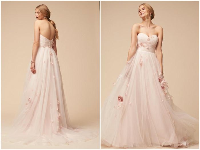 ein prächtiges vintage Hochzeitskleid, rosa Blumen als Verzierung