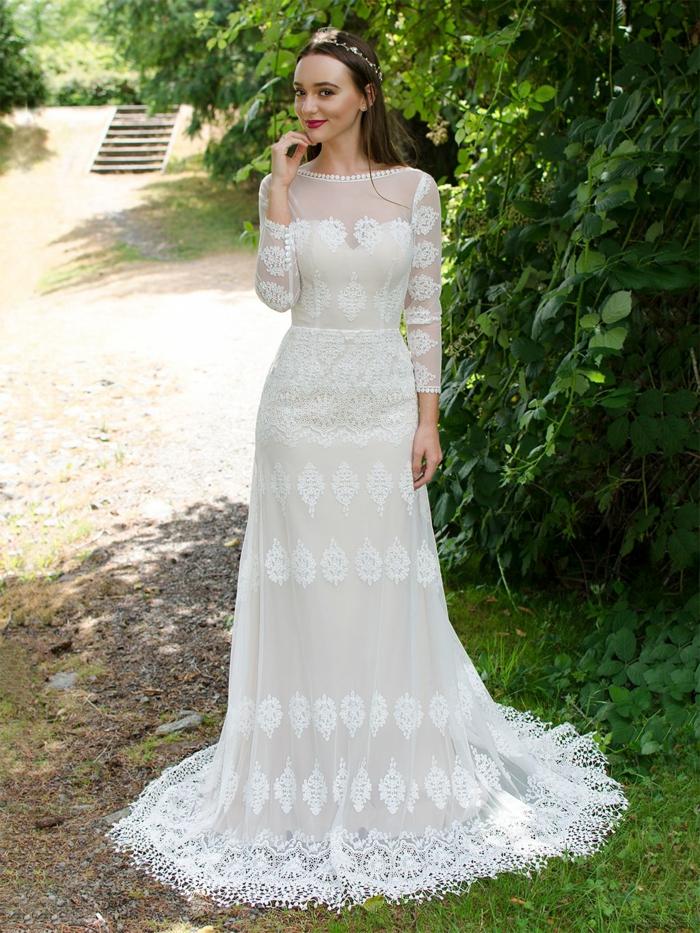 Pfaunfeder Dekoration auf vintage Brautkleid, alternative Hochzeitskleider