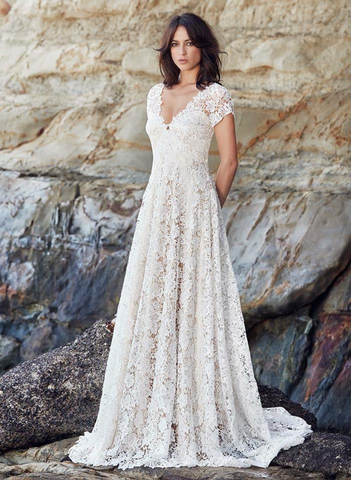 ein Brautkleid mit Blumen aus Spitze versehen, alternative Hochzeitskleider