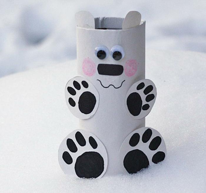 ein Eisbär mit großen Pfoten und rosa Wangen, was kann man aus Klopapierrollen machen