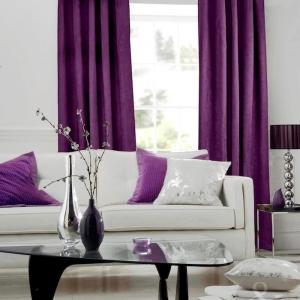 Mit Aubergine Farbe einrichten und dekorieren