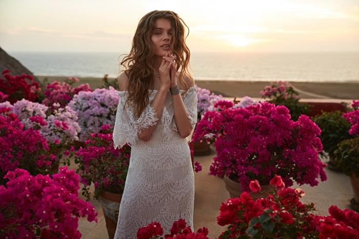 Spitzenkleid, vintage Brautkleid, nackte Rücke, geometrische Motiven, Braut auf der Terrasse