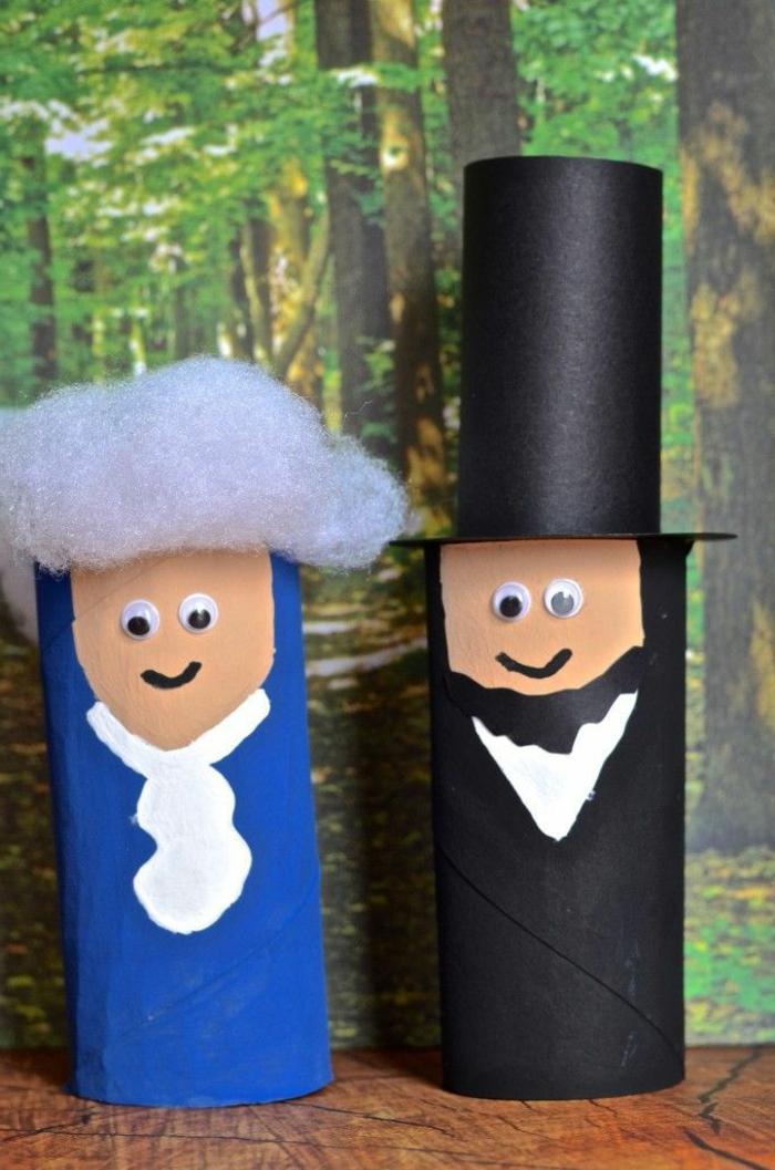 die Helden aus der Geschichte von USA aus Klorollen basteln, eine schwarze und eine blaue Figur