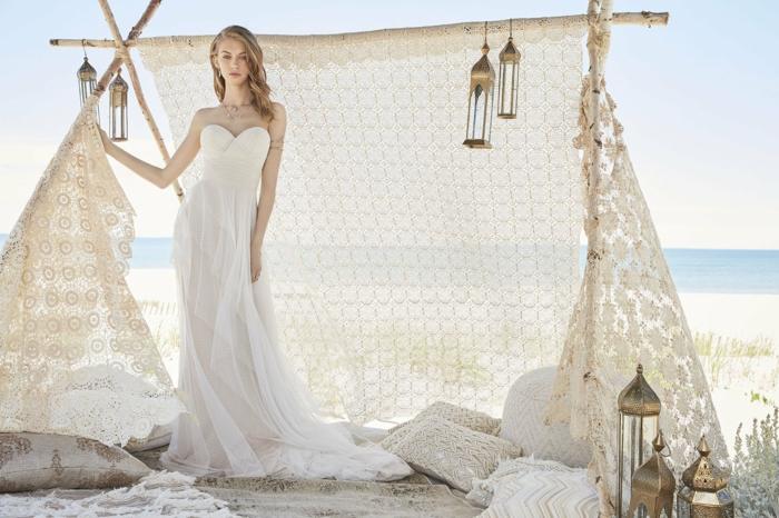 ein Zelt am Strand, Hippie Brautkleid mit bodenlager Rock und Schleppe