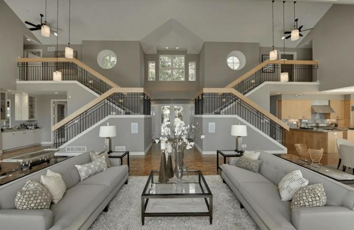 symmetrische Gestaltung, symmetrische Treppen und Wohnzimmermöbel
