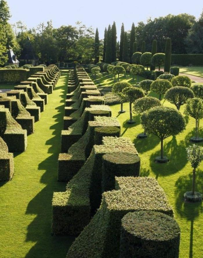 englischen garten anlegen, stilvolle idee zum nachmachen, passt für große orte, gartendeko in grün