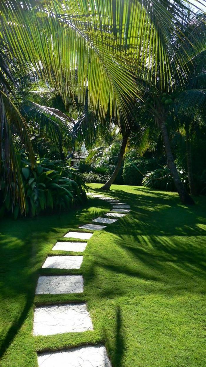 palmen im garten, gartenweg zum haus, grünes gras, englischen garten anlegen